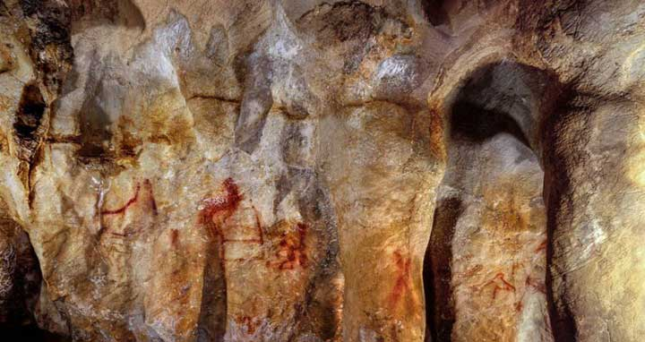 La Pasiega, section C, cave wall with paintings. The ladder shape composed of red horizontal and vertical lines (centre left) dates to older than 64,000 years and was made by Neanderthals. © P. Saura