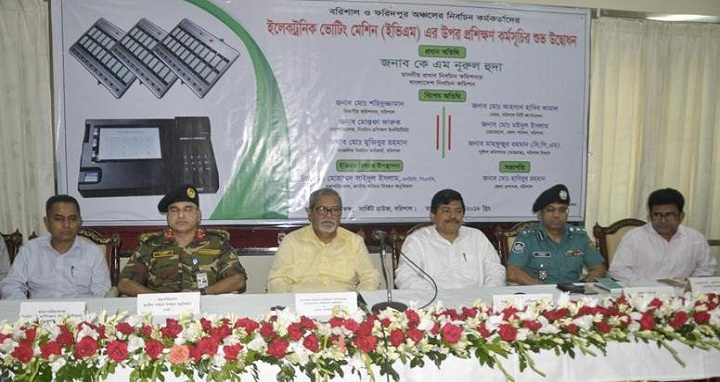 Chief Election Commissioner KM Nurul Huda at a training workshop over Electronic Voting Machine at the Circuit House in Barisal on Wednesday. Photo: UNB