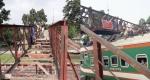 রাণীনগর রেলওয়ে ষ্টেশনের ফুটওভার ব্রীজটি ভাঙা শুরু