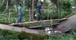 চিতলমারীতে ভাঙা ব্রিজে সাঁকো: জনভোগান্তি চরমে