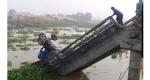 দাউদকান্দিতে সেতু ভেঙ্গে ট্রাক্টর নদীতে : চালক নিহত