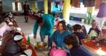 পাইকগাছায় দুঃস্থ ও এতিম শিশুদের খাবার পরিবেশন করলেন ইউএনও