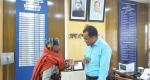 শাল্লায় অসহায় বৃদ্ধার পাশে দাঁড়ালেন জেলা প্রশাসক