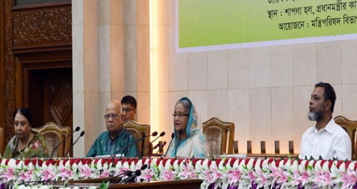 প্রধানমন্ত্রী শেখ হাসিনার নিকট বুধবার ঢাকায় তাঁর কার্যালয়ে মন্ত্রণালয়/বিভাগসমূহের ২০১৮-১৯ বছরের বার্ষিক কর্মস্পাদন চুক্তি স্বাক্ষর অনুষ্ঠানে বক্তৃতা করেন-এবিনিউজ