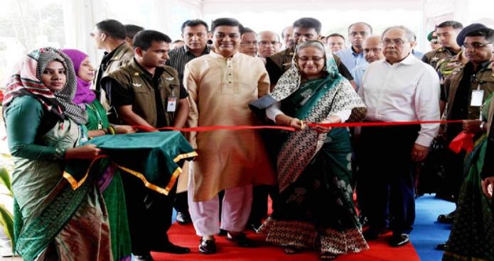 প্রধানমন্ত্রী শেখ হাসিনা বুধবার ঢাকায় বাণিজ্য মেলার মাঠে জাতীয় বৃক্ষরোপন অভিযান ও বৃক্ষমেলা ২০১৮ এর উদ্বোধন করেন-এবিনিউজ