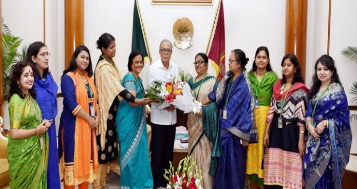 রাষ্ট্রপতি মোঃ আবদুল হামিদের সাথে ঢাকায় বঙ্গভবনে বাংলাদেশ নারী সাংবাদিক কেন্দ্রের প্রেসিডেন্ট নাসিমুন আরা হকের নেতৃত্বে এক প্রতিনিধিদল সাক্ষাৎ করেন-এবিনিউজ