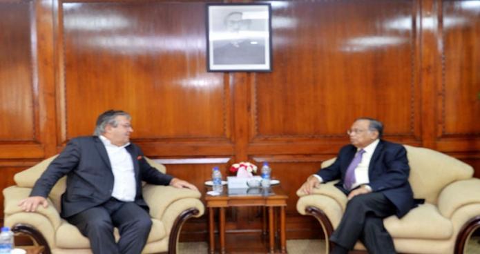 মঙ্গলবার পররাষ্ট্রমন্ত্রী আবুল হাসান মাহমুদ আলীর সাথে তাঁর অফিসকক্ষে বসনিয়া হার্জেগোভিনার রাষ্ট্রদূত Mohammed Taneem  Hasan  সাক্ষাৎ করেন-এবিনিউজ