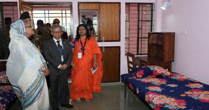 শনিবার প্রধানমন্ত্রী শেখ হাসিনা ঢাকা বিশ্ববিদ্যালয়ে রোকেয়া হলের নবনির্মিত ৭ মার্চ ভবন উদ্বোধন শেষে হোস্টেল পরিদর্শন করেন-এবিনিউজ