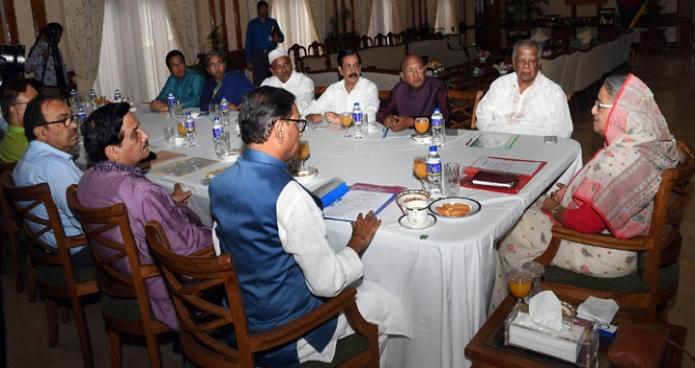 বৃহস্পতিবার ঢাকায় প্রধানমন্ত্রী শেখ হাসিনা গণভবনে স্থানীয় সরকার নির্বাচনে মনোনয়ন র্বোর্ডের সভায় সভাপতিত্ব করেন-এবিনিউজ
