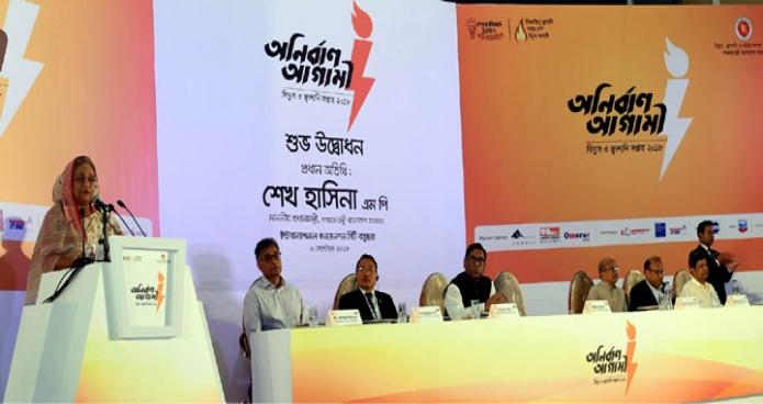 বৃহস্পতিবার ঢাকায় প্রধানমন্ত্রী শেখ হাসিনা ইন্টারন্যাশনাল কনেভেনশন সিটি বসুন্ধারায় 'বিদুৎ ও জ্বালানি সপ্তাহ' এর উদ্বোধন অনুষ্ঠানে বক্তৃতা করেন-এবিনিউজ