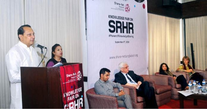রবিবার ঢাকায় তথ্যমন্ত্রী হাসানুল হক ইনু স্পেক্ট্রা কনভেনশন সেন্টারে 'যৌন ও প্রজনন স্বাস্থ্য' বিষয়ক নলেজ ফেয়ার বক্তৃতা করেন-এবিনিউজ