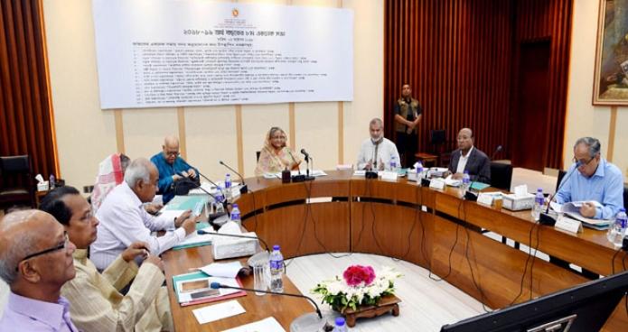 মঙ্গলবার ঢাকায় প্রধানমন্ত্রী শেখ হাসিনা শেরেবাংলা নগরে এনইসি সম্মেলনকক্ষে জাতীয় অর্থনৈতিক পরিষদের নির্বাহী কমিটি ( একনেক) এর সভায় সভাপতিত্ব করেন-এবিনিউজ