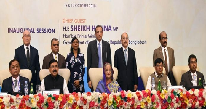 মঙ্গলবার ঢাকায় হোটেল লা মেরিডিয়ানে `2nd South Asia Maritime & Logiatic Forum, Dhaka 2018' অনুষ্ঠানে অংশগ্রহণকারীদের মাঝে প্রধানমন্ত্রী শেখ হাসিনা-এবিনিউজ