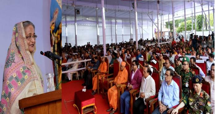 সোমবার ঢাকায় প্রধানমন্ত্রী শেখ হাসিনা রামকৃষ্ণ মিশন পৃজামণ্ডপে দুর্গাপুজা উপলক্ষে আয়োজিত অনুষ্ঠানে বক্ততৃা করেন-এবিনিউজ