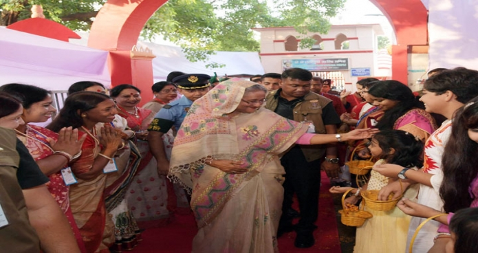 সোমবার ঢাকায় প্রধানমন্ত্রী শেখ হাসিনা ঢাকেশ্বরী জাতীয় মন্দির পূজামণ্ডপ পরিদর্শন করেন-এবিনিউজ