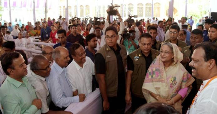 সোমবার ঢাকায় প্রধানমন্ত্রী শেখ হাসিনা রামকৃষ্ণ মিশন পূজামণ্ডপ পরিদর্শন করেন-এবিনিউজ