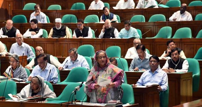 সোমবার প্রধানমন্ত্রী শেখ হাসিনা জাতীয় সংসদে অর্থমন্ত্রীর পক্ষে ২০১৮-১৯ অর্থবছরের সম্পূরক বাজেট প্রসঙ্গে আলোচনা করেন -পিআইডি
