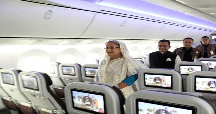 মঙ্গলবার প্রধানমন্ত্রী শেখ হাসিনা ঢাকায় হযরত শাহজালাল আন্তর্জাতিক বিমানবন্দরে বিমান বাংলাদেশ এয়ারলাইন্সের চতুর্থ ড্রিমলাইনার 'রাজহংস'-এর উদ্বোধন পর বিমানের অভ্যন্তর পরিদর্শন করেন -পিআইডি