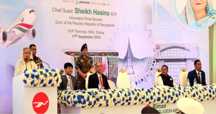 মঙ্গলবার প্রধানমন্ত্রী শেখ হাসিনা ঢাকায় হযরত শাহজালাল আন্তর্জাতিক বিমানবন্দরে বিমান বাংলাদেশ এয়ারলাইন্সের চতুর্থ ড্রিমলাইনার 'রাজহংস'-এর উদ্বোধন অনুষ্ঠানে বক্তৃতা করেন-পিআইডি