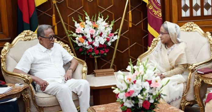 বুধবার রাষ্ট্রপতি মোঃ আবদুল হামিদের সাথে বঙ্গভবনে প্রধানমন্ত্রী শেখ হাসিনা সাক্ষাৎ করেন -পিআইডি