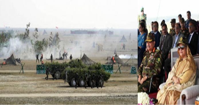 বৃহস্পতিবার প্রধানমন্ত্রী শেক হাসিনা নোয়াখালীর স্বর্ণদ্বীপে বাংলাদেশ সেনাবাহিনীর শীতকালীন প্রশিক্ষণ প্রত্যক্ষ করেন -পিআইডি