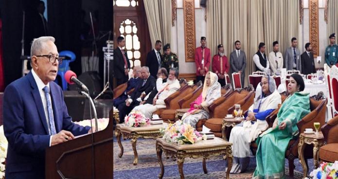 সোমবার রাষ্ট্রপতি মোঃ আবদুল হামিদ বঙ্গভবনে প্রধানমন্ত্রী, স্পিকার, মন্ত্রিবর্গ ও সংসদ  সদস্যবৃন্দের সম্মানে আয়োজিত সাংস্কৃতিক অনুষ্ঠানে ভাষণ দেন -পিআইডি