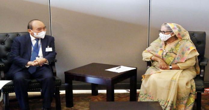 বৃহস্পতিবার  প্রধানমন্ত্রী শেখ হাসিনা নিউইয়র্কে জাতিসংঘ সদরদপ্তরে ভিয়েতনামের রাষ্ট্রপতি Nguyen Xuan Phuc সাক্ষাৎ করেন -পিআইডি