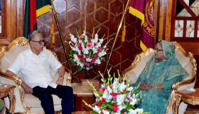রাষ্ট্রপতি মোঃ আবদুল হামিদ এর সাথে মঙ্গলবার ঢাকায় বঙ্গভবনে প্রধানমন্ত্রী শেখ হাসিনা সাক্ষাৎ করেন-এবিনিউজ