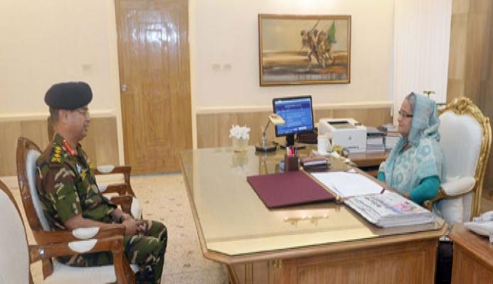 প্রধানমন্ত্রী শেখ হাসিনার সাথে রবিবার তাঁর কার্যালয়ে সেনাবাহিনী প্রধান জেনারেল আবু বেলাল মোহাম্মদ শফিউল হক বিদায়ি সাক্ষাৎ করেন-এবিনিউজ