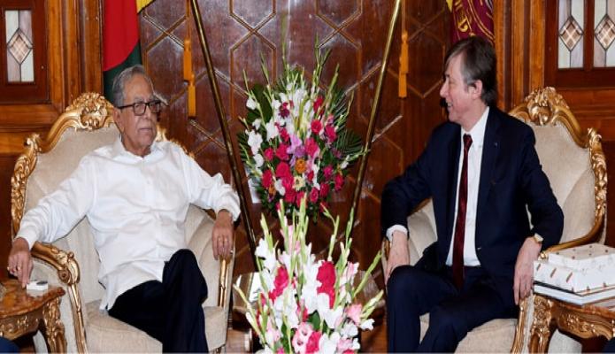 রাষ্ট্রপতি মো: আবদুল হামিদদের সাথে বুধবার ঢাকায় বঙ্গভবনে বাংলাদেশে নিযুক্ত বেলজিয়ামের রাষ্ট্রদূত জন লুইক্স বিদায়ী সাক্ষাৎ করেন-এবিনিউজ