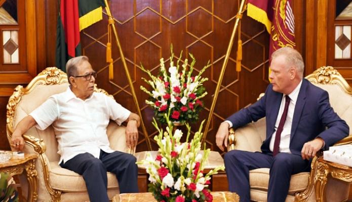 রাষ্ট্রপতি মোঃ আবদুল হামিদের সাথে ঢাকায় বঙ্গভবনে বাংলাদেশে নিযুক্ত ডেনমার্কের রাষ্ট্রদূত Mikael Hemniti Winther সাক্ষাৎ করেন-এবিনিউজ