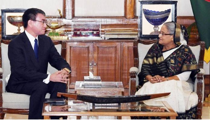 মঙ্গলবার ঢাকায় প্রধানমন্ত্রী শেখ হাসিনার সাথে গণভবনে জাপানের পররাষ্ট্রমন্ত্রী তারো কোনো সাক্ষাৎ করেন-এবিনিউজ