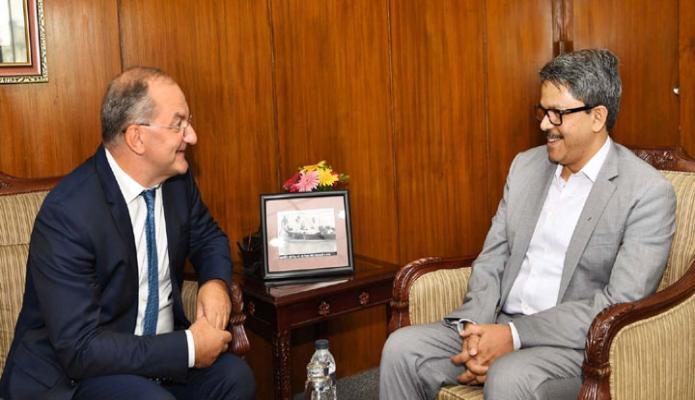 মঙ্গলবার ঢাকায় পররাষ্ট্র প্রতিমন্ত্রী মোঃ শাহরিয়ার আলমের সাথে  WHO এর Deputy Director General Dr. Peter Joseph Salama সাক্ষাৎ করেন-এবিনিউজ