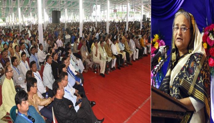 মঙ্গলবার ঢাকায় প্রধানমন্ত্রী শেখ হাসিনার সাথে গণভবনে শ্রীকৃষ্ণের জন্মাষ্টমী মহোৎসব উপলক্ষে আয়োজিত অনুষ্ঠানে বক্তৃতা করেন-এবিনিউজ