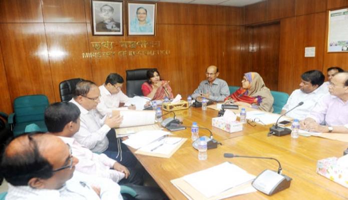 মঙ্গলবার ঢাকায় তথ্য প্রতিমন্ত্রী তারানা হালিম মন্ত্রণালয়ের সভাকক্ষে ডিজিটাল মনিটরিং সেল বিষয়ক সভায় সভাপতিত্ব করেন-এবিনিউজ