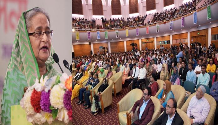 বৃহস্পতিবার ঢাকায় প্রধানমন্ত্রী শেখ হাসিনা বঙ্গবন্ধু আন্তর্জাতিক সম্মেলন কেন্দ্রে জাতীয় যুব দিবসের অনুষ্ঠানে বক্তৃতা করেন-এবিনিউজ