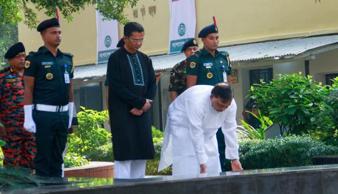 শনিবার ঢাকায় স্বরাষ্টমন্ত্রী আসাদুজ্জামান খাঁন জেল হত্যা দিবসে কেন্দ্রীয় কারাগারে পুষ্পস্তবক অর্পণ করেন-এবিনিউজ