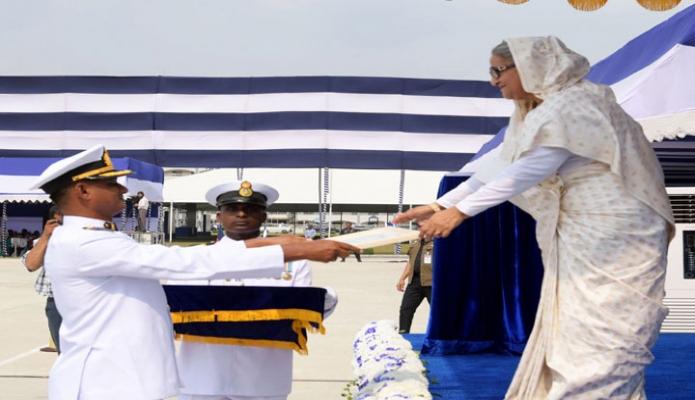 সোমবার ঢাকায় প্রধানমন্ত্রী শেখ হাসিনা খিলক্ষেতে বাংলাদেশ নৌবাহিনীর পূর্ণাঙ্গ নৌঘাঁটির হিসেবে 'বানৌজা শেখ মুজিব' এর কমিশনিং ফরমান প্রদান করেন-এবিনিউজ