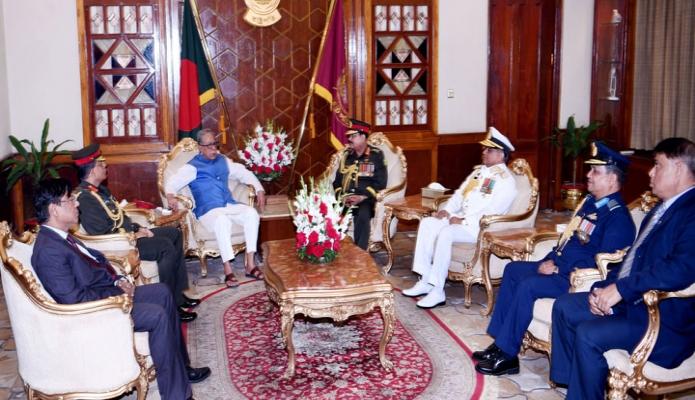 বুধবার রাষ্ট্রপতি মোঃ আবদুল হামিদের সাথে সশস্ত্রবাহিনী দিবস উপলক্ষে বঙ্গভবনে তিন বাহিনীর প্রধানগণ সাক্ষাৎ করেন-এবিনিউজ