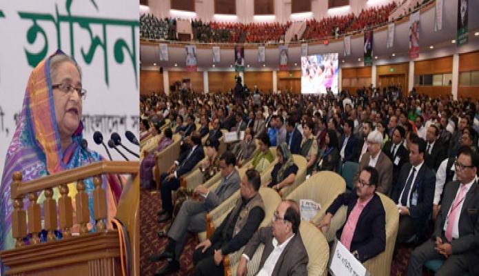 সোমবার ঢাকায় প্রধানমন্ত্রী শেখ হাসিনা বঙ্গবন্ধু আন্তর্জাতিক সম্মেলন কেন্দ্রে '২৭তম আন্তর্জাতিক প্রতিবন্ধী দিবস ও ২০তম জাতীয় প্রতিবন্ধী দিবস' উপলক্ষে আয়োজিত অনুষ্ঠানে প্রধান অতিথির বক্তৃতা করেন-এবিনিউজ