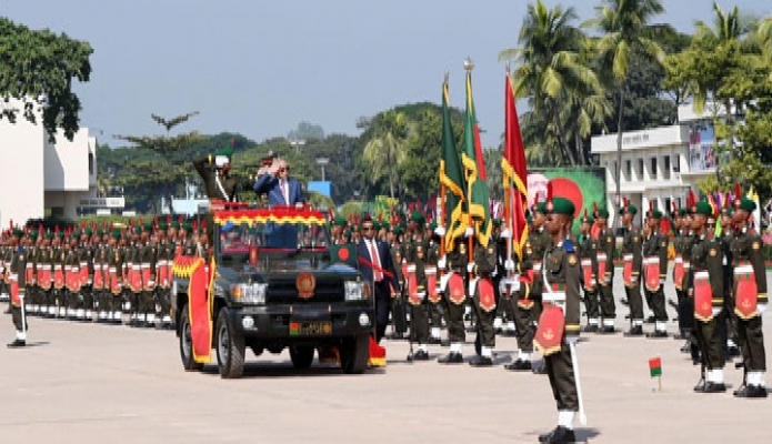 শনিবার রাষ্ট্রপতি মোঃ আবদুল হামিদ বাংলাদেশ মিলিটারি একাডেমি ভাটিয়ারীতে ৭৬তম বিএমএ লং কোর্সের ক্যাডেট অফিসারদের কমিশন লাভ উপলক্ষে প্রেসিডেন্ট'স প্যারেড ২০১৮ পরিদর্শন করেন-এবিনিউজ