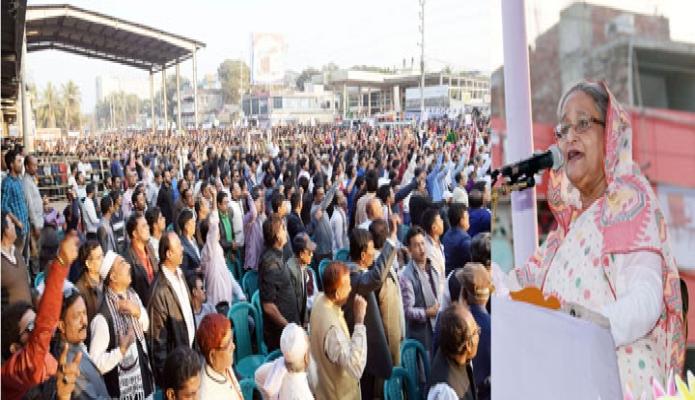 বৃহস্পতিবার প্রধানমন্ত্রী শেখ হাসিনা মানিকগঞ্জে নির্বাচনি জনসভায় ভাষণ দেন -পিআইডি