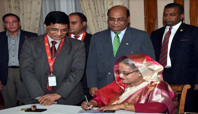 রবিবার  প্রধানমন্ত্রী শেখ হাসিনা 'মহান দিজয় দিবস-২০১৮' উপলক্ষে দশ টাকা মূল্যমানের স্মারক ডাকটিকেট অবমুক্ত করেন -পিআইডি