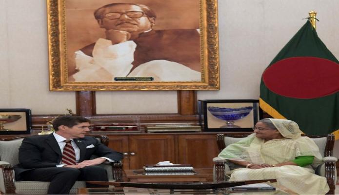 সোমবার প্রধানমন্ত্রী শেখ হাসিনার সাথে গণভবনে বাংলাদেশে মার্কিন যুক্তরাষ্ট্রের নবনিযুক্ত রাষ্ট্রদূত রবার্ট আর্ল মিলার সাক্ষাৎ করেন -পিআইডি