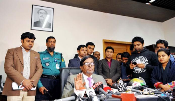 বুধবার নির্বাচন কমিশনার মাহবুব তালুকদার ঢাকায় নির্বাচন কমিশন সবিবালয়ে তার অফিসকক্ষে সাংবাদিক ব্রিফ করেন -পিআইডি