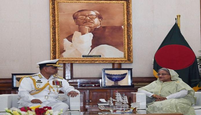 রবিবার প্রধানমন্ত্রী শেখ হাসিনার সাথে গণভবনে নবনিযুক্ত বাংলাদেশ নৌবাহিনীর প্রধান ভাইস এডমিরাল আবু মোজাফফ্র মহিউদ্দিন আওরঙ্গজেব চৌধুরী সাক্ষাৎ করেন-পিআইডি