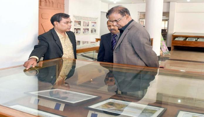 মঙ্গলবার সংস্কৃতি প্রতিমন্ত্রী কে এম খালিদ ঢাকার আগারগাঁওয়ে আর্কাইভস ও গ্রন্থাগার অধিদপ্তর পরিদর্শন করেন -পিআইডি
