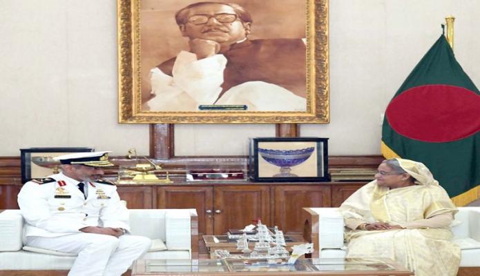 বুধবার প্রধানমন্ত্রী শেখ হাসিনার সাথে গণভবনে সংযুক্ত আরব আমিরাতের নৌবাহিনীর প্রধান Rear Admiral Pilot Saeed Bin Hamdan Bin Mohammed Al-Nahyan সাক্ষাৎ করেন -পিআইডি