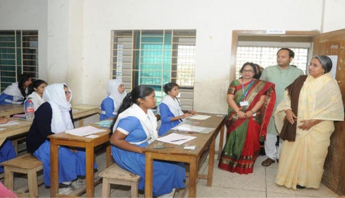 শনিবার শিক্ষামন্ত্রী ডা. দীপু মনি ঢাকার আশকোনায় বঙ্গমাতা শেখ ফজিলাতুন্নেছা মুজিব সরকারি মাধ্যমিক বিদ্যালয়ে এসএসসি ও সমমান পরীক্ষারকেন্দ্র পরিদর্শন করেন -পিআইডি