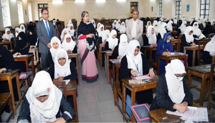 ররিবার শিক্ষামন্ত্রী ডা. দীপু মনি বকশিবাজারে সরকারি মাদরাসা-ই-আলিয়ার দাখিল পরীক্ষা কেন্দ্র পরিদর্শন করেন -পিআইডি